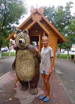 я в Геническе - около кафешки Маша и медведь