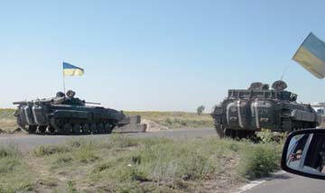 танки на дороге из Донецка